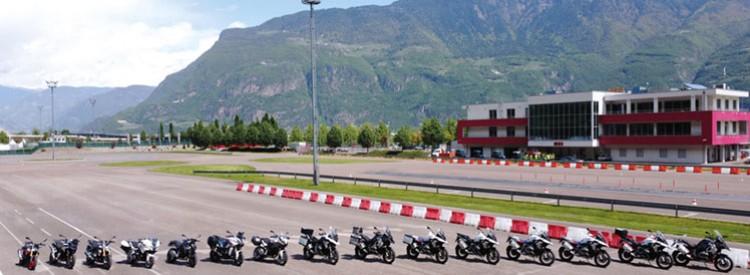 Neue Techniktrainings und Motorradtouren in Südtirol